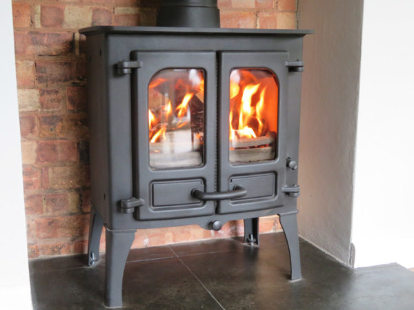 Charnwood Island I multifuel stove with oak beam
